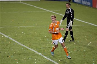 Stuart Holden deserves a raise, but will he get it? (Getty Images)