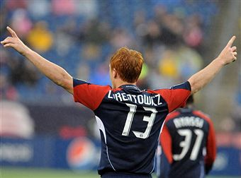 Jeff Larentowicz could be headed to Colorado. (Getty Images)