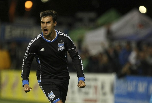 Chris Wondolowski goes for history in the final weekend of the season. (Getty Images)